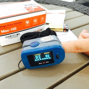 Máy đo nhịp tim và nồng độ Oxy Maxcare Max102